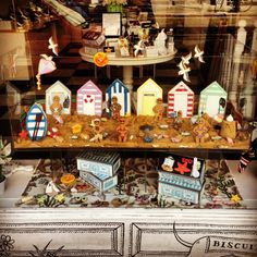 Summer has arrived in the Biscuiteers Boutique! Pop along and see the fab British Summertime inspired window display.