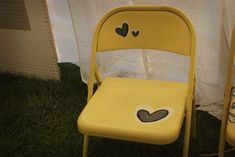 i love this idea---just got to get some folding chairs from the garbage...shouldnt be too hard