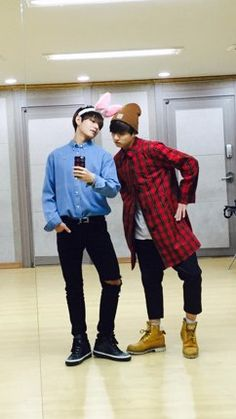The baes being cuties. Jungkook those pants tho. That outfit in general tho. So adorable kookie