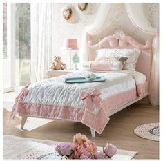 Mooi afgewerkt #prinsessenbed met gedetailleerd hoofdbord voor een #romantische #kinderkamer! Simple Living Room Decor, Nest Building, Shabby, Inspiration, Furniture, Home Decor, Bedrooms, Vintage, Pink