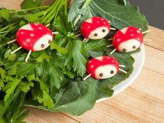 Diese süßen Marienkäfer haben wir zum Fressen gern! Und sie sind ein gern gesehener Gast auf jedem Party-Buffet.