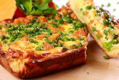 Quiche cu mazăre, un preparat franţuzesc rapid şi sănătos. Mazărea şi morcovii se îmbină perfect cu ouăle, brânza şi laptele, iar rezultatul este delicios!