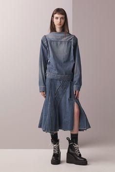 http://www.vogue.com/fashion-shows/pre-fall-2017/sacai/slideshow/collection