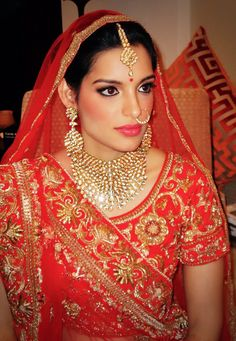 Royal touch on her wedding day #makeupbypaveena #paveenarathour #paveenakhrathour