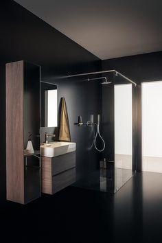 Große Badezimmer Erlauben Geräumige Bodenebene Duschen Mit Regenbrause.