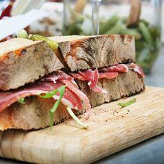 La pointe du grouin 8 rue de belzunce, paris 10ème, sans réservation Sandwich une tuerie, 4€