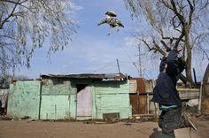 Luchar contra la pobreza es quizás una de las reivindicaciones más tendenciosas, vagas e inciertas que se pueden escuchar cuando se habla de la desigualdad. No se lucha contra la pobreza, sino contra lo que la provoca. La pobreza no es el motivo sino la fatal consecuencia. Y eso lo han sabido muy bien Uruguay y sus recientes gobiernos. Hablar de Montevideo es prácticamente hablar de Uruguay, ya que más de la mitad de la población del país vive en la ciudad y el área metropolitana de la…