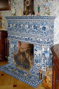 Fireplace with Delft Blue tiles Blue And White China, Blue China, Love Blue, Delft Tiles, Blue Rooms, White Tiles, Blue Tiles, White Decor, White Porcelain