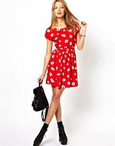 Image 4 ofMotel Whispa Skater Dress In Daisy Print With Open Back