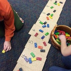 A Year Full of Kindergarten Lessons for Understanding Addition and Subtraction Kindergartners add the two sides of a domino and then put it on the matching plywood square. GREAT for seeing all of the combinations to twelve! Kindergarten Centers, Kindergarten Lessons, Math Lessons, Kindergarten Addition, Number Sense Kindergarten, Maths Eyfs, Math Classroom, Numeracy, Subitizing