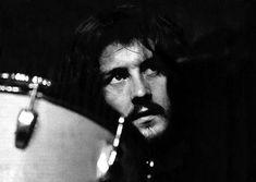 """""""Тому, кто полагает, что жизнь рок-музыканта это сплошной безбашенный отрыв, стоит хотя бы раз отыграть двухчасовой концерт, превозмогая боль мозолей"""". - John Bonham (Led Zeppelin)"""
