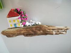 Casette di ispirazione mediterranea con legni di recupero e piante in piarkka Floating Shelves, Diy And Crafts, Home Decor, Homemade Home Decor, Wall Storage Shelves, Interior Design, Wall Shelves, Home Interiors, Decoration Home