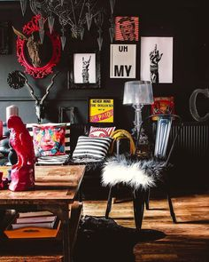 17 maximalist rooms for anyone who never got into the whole minimalism thing eclectic living room designs incorporating beautiful mix of interior arts Home Decor Styles, Cheap Home Decor, Estilo Hollywood Regency, Casa Pop, Maximalist Interior, Dark Interiors, Black Walls, Black Rooms, Home And Deco