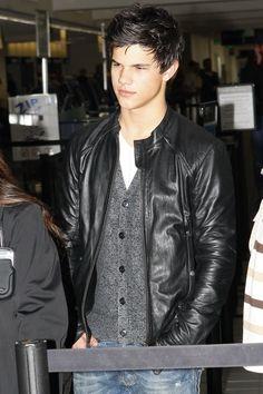 Taylor Lautner the cutie >.^