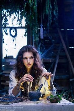 I don't know if she's a witch, an alchemist or a wicca or something like that but I love this photo by Ksenia Muza Fantasy Characters, Female Characters, Beltane, Magia Elemental, Art Magique, Witch Craft, Modern Witch, Witch Aesthetic, Magic Spells
