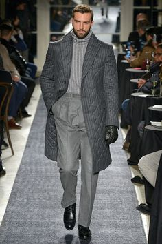 Joseph Abboud Menswear Fall Winter 2018 New York Mens Fashion Sweaters, Mens Fashion Suits, Live Fashion, Urban Fashion, Men's Fashion, Fashion News, Sharp Dressed Man, Well Dressed Men, Joseph Abboud