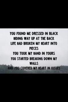 Dressed black lyrics