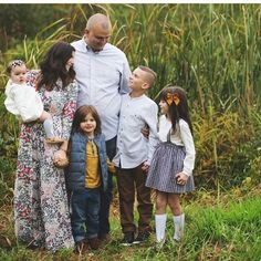 Family picture time is in full swing & you have no idea how happy it makes me that you include Hum in them. Thank you, thank you , thank you! How gorgeous is this family! Thank you so much for sharing @heidistingel #humstitchery
