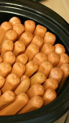 Guess what? You can fit 60 hot dogs in a 6-quart slow cooker. How to Cook a WHOLE BUNCH of hotdogs at one time -- use your crockpot! 4 hours on low or 2 hours on high