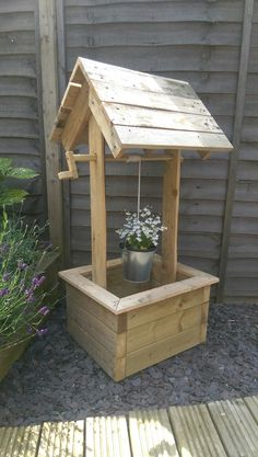 Pallet wood garden wishing well by Our House Woodcraft Diy Outdoor Wood Projects, Outdoor Furniture Plans, Diy Garden Furniture, Garden Projects, Wishing Well Plans, Wishing Well Garden, Wood Planter Box, Wood Planters, Pallet Wood