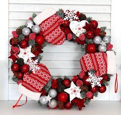 Christmas Advent Wreath, Christmas Plants, Handmade Christmas Decorations, New Years Decorations, Christmas Holidays, Holiday Decor, Garland Hanger, Decor Crafts, Facebook