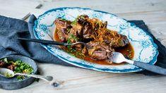 Langtidskokt høyrygg med ingefær og stjerneanis Dinner Side Dishes, Dinner Sides, Japchae, Crockpot, Slow Cooker, Food To Make, Pulled Pork, Lunch, Beef
