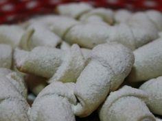 Rețetă Cornulete cu gem de prune si nuca (reteta video), de Farfuriavesela - Petitchef