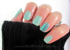 Etoile Fizzy Cucumber w/ Accent Nail Shimmer Polish Linna Gorgeous Nails, Love Nails, Fun Nails, Mint Green Nails, Teal Green, Nail Polish Blog, Classic Nails, French Tip Nails, Beautiful Nail Designs