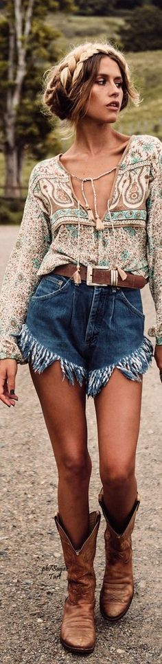 Bohemian Style // Chic boho outfit.