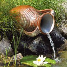 Teich-Amphore - Schaffen Sie mit diesem Wasserspiel einen außergewöhnlichen Blickfang und Highlight für Ihren Teich. Die Zirkulation des Wassers sorgt dafür, dass Ihr Teich mit frischem Sauerstoff versorgt wird.