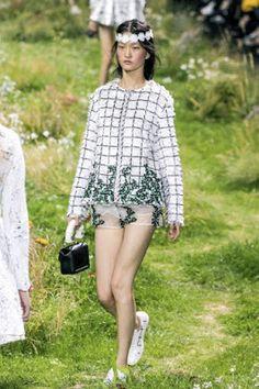 Ultimissime dall'orto: verdi parti di primavera alle sfilate parigine - Gian Battista Valli per Moncler Gamma Rouge Spring-Summer 2016