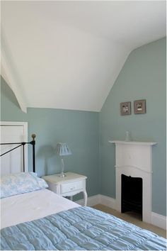 SPARE ROOM An inspirational image from Farrow and Ball - A bedroom with walls in Green Blue nr 84 Estate Emulsion and ceiling/trim in Wimborne White nr 239 Estate Emulsion and Estate Eggshell. Duck Egg Blue Bedroom, Bedroom Green, Home Bedroom, Bedroom Loft, Bedroom Decor, Bedroom Furniture, Duck Egg Blue Kitchen Walls, Grey Green Bedrooms, Duck Egg Blue Paint