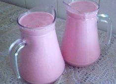 2 latas de leite condensado 3 xícaras (chá) de leite 1 vidro de leite de coco 4 colheres (sopa) de manteiga 4 colheres (sopa) de amido de milho 3 colheres (sopa) de chocolate em pó 1 1/2 xícara (chá) de morango picado Comentários comments