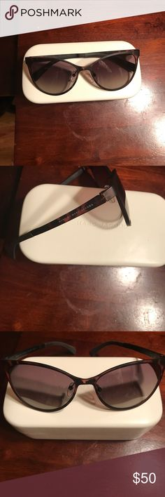 Marc by Marc Jacobs tortoiseshell sunglasses Like new Marc by Marc Jacobs tortoiseshell sunnies. These are a universally flattering wardrobe staple. Simple and classic chic design. Marc Jacobs Accessories Sunglasses