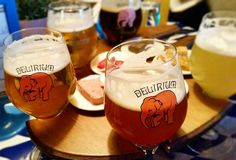 Bar Delirium em Amsterdam! A régua de degustação vem com delicinhas para harmonização.