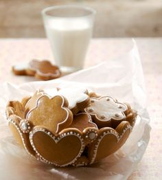 Mézeskalács tálka: te is meg tudod csinálni! Ginger Cookies, Iced Cookies, Cookie Desserts, No Bake Desserts, Sugar Cookies, Dessert Recipes, Cupcakes, Cupcake Cookies, Cookie Bowls