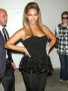 Celebrities are known to have fabulous hairstyles, but do they ever have fashion fails? You bet they do! Check out Beyonce's best and worst hairdos today, Celebrity Hairstyles, Cute Hairstyles, Black Hairstyles, Hairdos, Beautiful Black Hair, Beautiful Women, Beyonce Pictures, Fashion Fail, Hair Trends