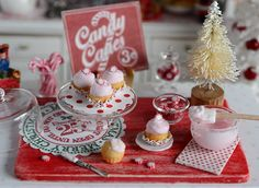 Miniature Frosting Christmas Peppermint Cupcakes