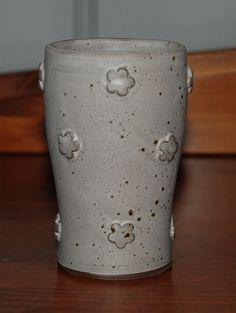 Tumbler Tumbler, Pottery, Vase, Ideas, Home Decor, Ceramica, Homemade Home Decor, Drinkware, Pottery Marks