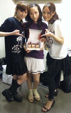 Mmm…  mini-cakes…  *drools*