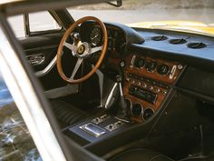 1968 Ferrari 365 GT 2+2 | Colombo V12, 4,390 cm³ | 320 bhp | Design: Aldo Brovarone, Pininfarina