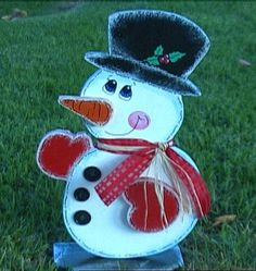How to Make a Wooden Snowman for Your Front Yard : Archive : Home & Garden Television