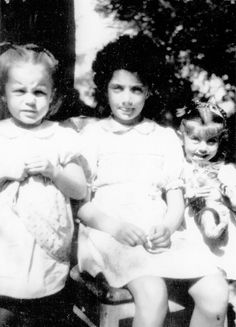 "framboisedorleac: "" Françoise Dorléac and Catherine Deneuve with their elder sister Danielle, "" Catherine Deneuve, Roman Polanski, Two Sisters, French Actress, Marie, Memories, Actresses, 1940s, Actors"