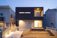 GrandLiving|素材を活かしたデザイン。大阪の注文住宅・リノベーションならグランリビング Mid Century Modern Furniture, Black House, Prefab, Modern Architecture, Mid-century Modern, Minimalism, Sweet Home, Exterior, House Design