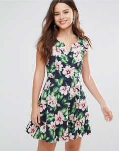 Buy it now. Louche Gael Dress In Floral Print - Navy. Dress by Louche, Lightweight woven fabric, Floral print, V-neck, Cinched waist, Zip back, Regular fit - true to size, Hand wash, 100% Polyester, Our model wears a UK 8/EU 36/US 4 and is 173cm/5'8 tall. , vestidoinformal, casual, informales, informal, day, kleidcasual, vestidoinformal, robeinformelle, vestitoinformale, día. Navy Louche casual dress for woman.