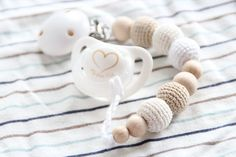 NEW Natural baby pacifier clip / Dummy holder / Beads are safe