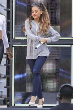 Ariana Grande Singing Live