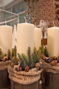 Even if it is the last minute, these quick Christmas decorations are easy to DIY.Here are best Last Minute Christmas Decor ideas that are within your budget Country Christmas, Christmas Home, Christmas Wreaths, Christmas Ornaments, Advent Wreaths, Christmas Stockings, Christmas Candles, Christmas Centerpieces, Xmas Decorations