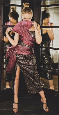 byGm Kylie Minogue Tour, Lovely Dresses, Beautiful Outfits, Kylie Minogue Aphrodite, Dannii Minogue, Female Singers, Celebs, Celebrities, Dress And Heels
