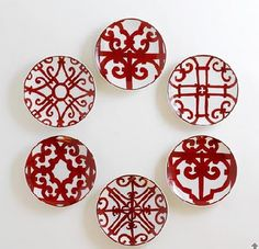 decorating with hermes balcon plates Hermes, Pottery Painting, Ceramic Painting, Chinoiserie Wallpaper, Bedroom Wallpaper, Red Plates, Red Pictures, Ceramic Tableware, My Favorite Color